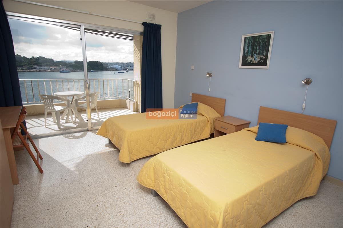 004 ESE Lands End Apartments Bedroom