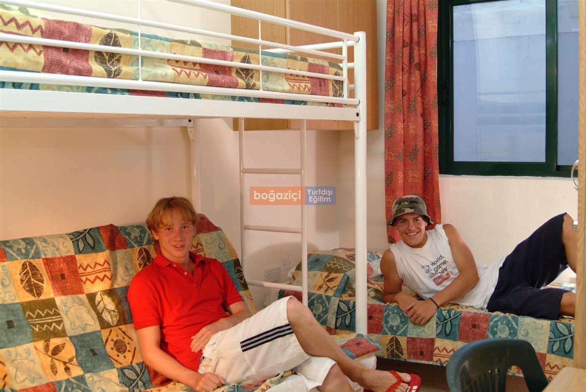 Juniors-Accommodation-College_4